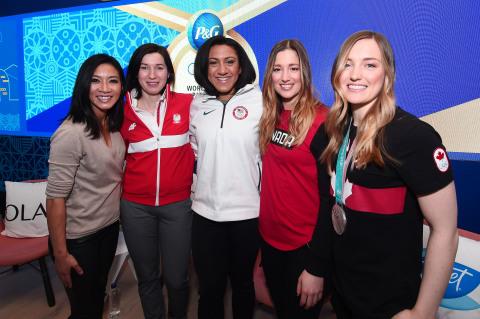 Procter & Gamble recebe atletas olímpicos globais Justine e Chloe Dufour-Lapointe, Michelle Kwan, Elana Meyers Taylor e Katarzyna Bachleda-Curuś para discutir preconceito de gênero